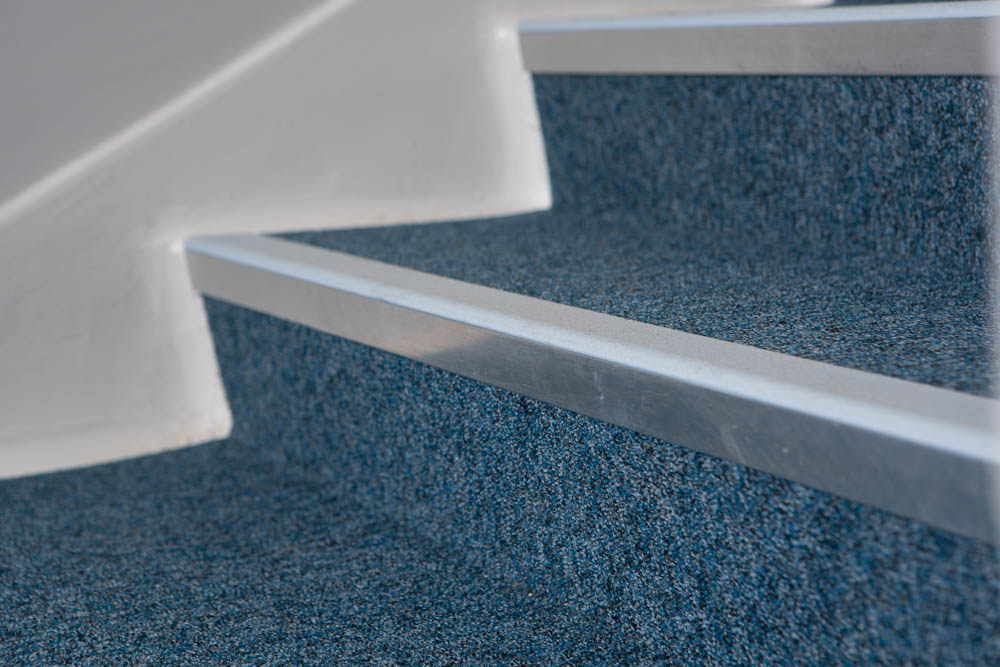 Gradus-blue-stairs-with-aluminum-edging-nosing.jpg