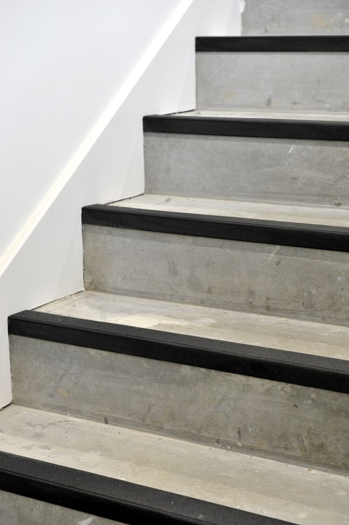 concrete-stairs-with-pvc-edging-nosing.jpg