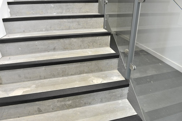 Rubber Stair Nosing Concrete Stairs